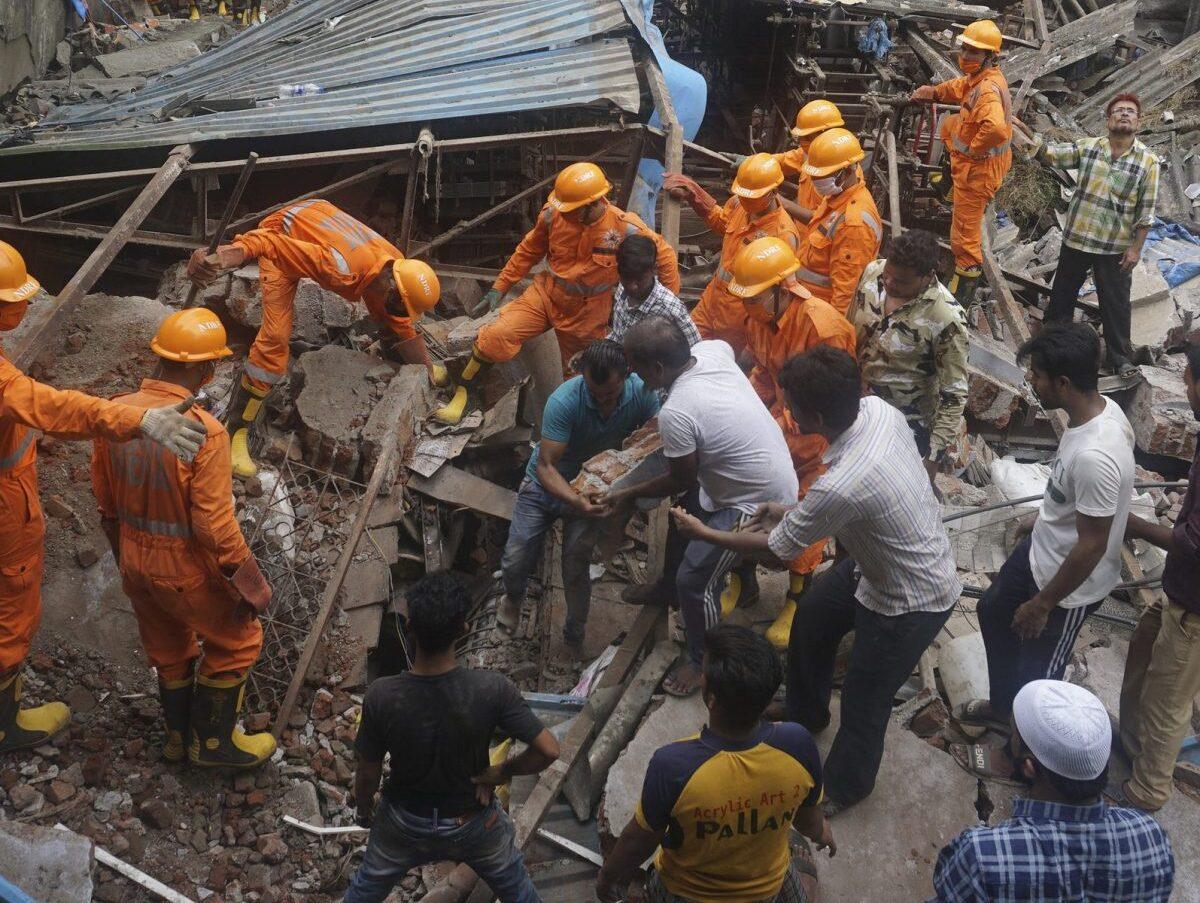 Photo of Tragedia in India, crolla palazzina durante la notte: 10 morti, 8 sono bambini