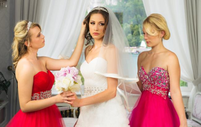 Sposa fa ingrassare le sorelle con frullati iperproteici: voleva essere l'unica magra al suo matrimonio