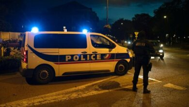 "Photo of Francia, insegnante decapitato vicino Parigi: ""Ha mostrato in classe le caricature di Maometto"""