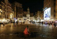 Photo of Prima notte di coprifuoco a Roma: strade e piazze deserte, proteste dei commercianti a Campo de' Fiori