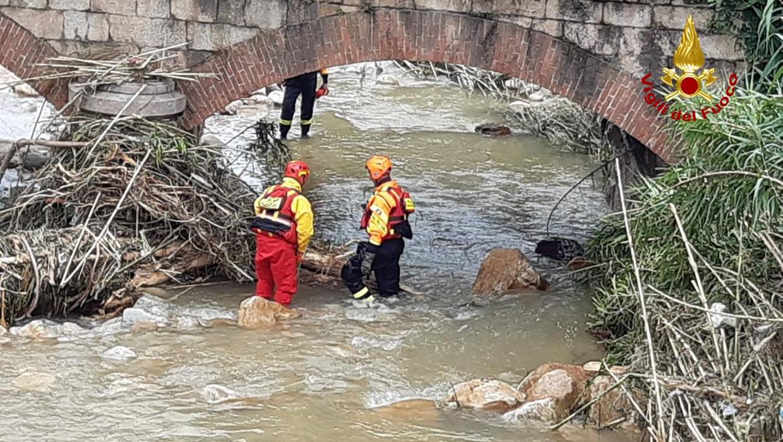 Photo of Maltempo in Liguria, tra otto cadaveri recuperati anche un operaio