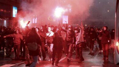 Photo of Proteste in tutta Italia contro le chiusure anti-Covid, violenti scontri da Nord a Sud