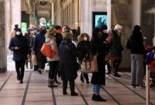 covid-sabato-shopping-natalizio-grandi-citta-code-davanti-negozi
