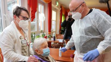 covid-germania-prima-persona-vaccinata-101-anni