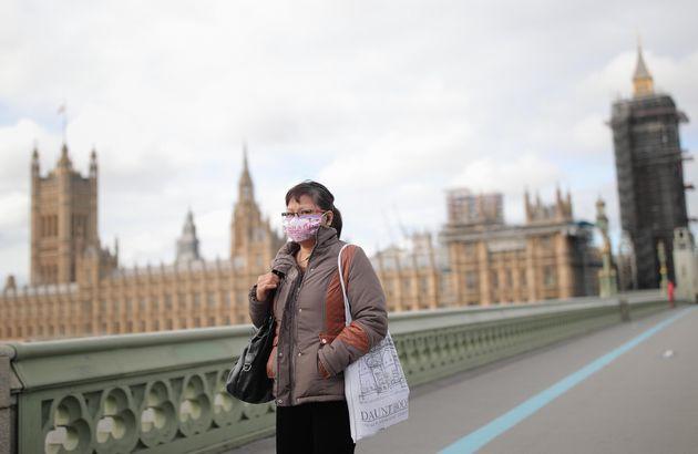 Londra torna in lockdown: chiusi pub e ristoranti