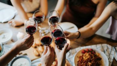 festa-privata-ristorante-venezia-vetrine-coperte-giornali