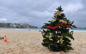 albero-natale-spiaggia