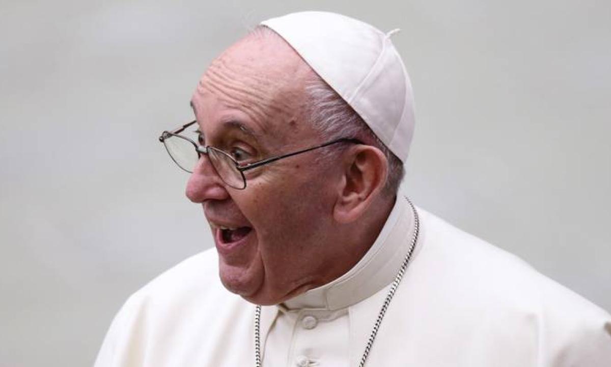 papa-francesco-like-instagram-modella-23-dicembre