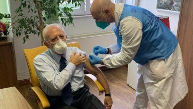 v-day-presidente-de-luca-vaccinato