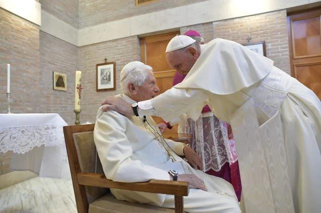 covid papa francesco ratzinger vaccinati