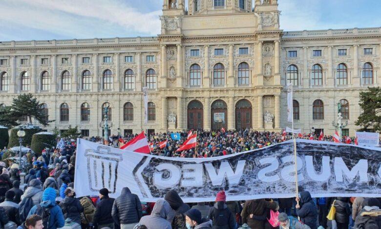covid-austria-vienna-raduno-no-mask-negazionisti