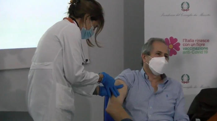 covid-andrea-crisanti-vaccinato-svolta