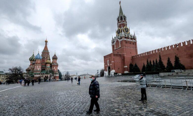 In Russia calano i contagi e riaprono (anche) le discoteche