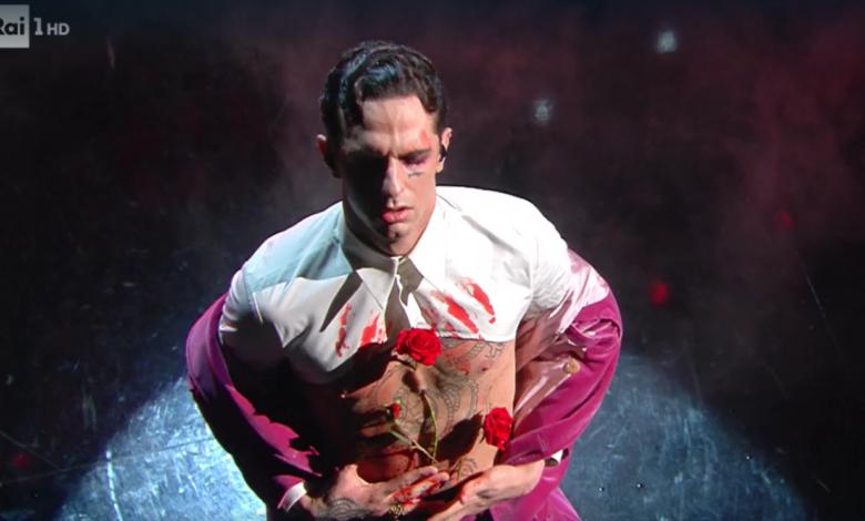 finale-sanremo-achille-lauro-rodolfo-valentino-rosa-critiche