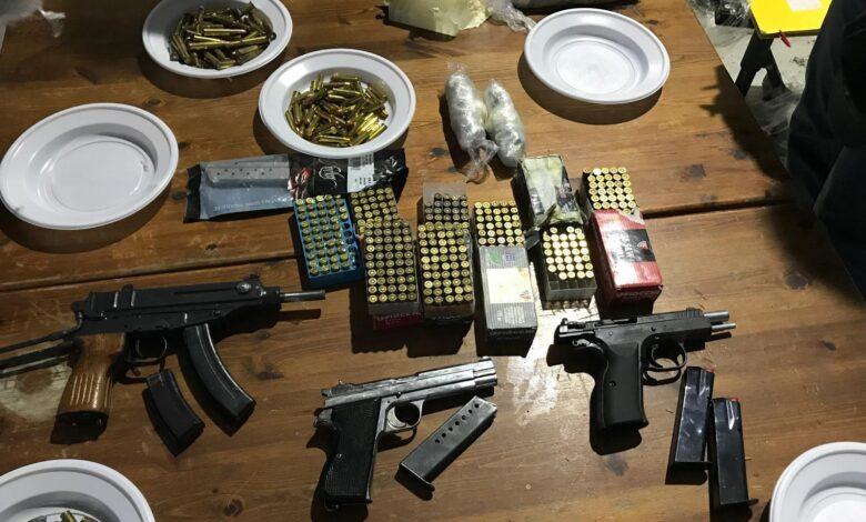 altamura-sequestrato-arsenale-armi-mine-anticarro-mitragliatori-bombe-mano