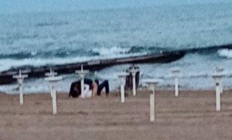 jesolo-coppia-effusioni-spiaggia