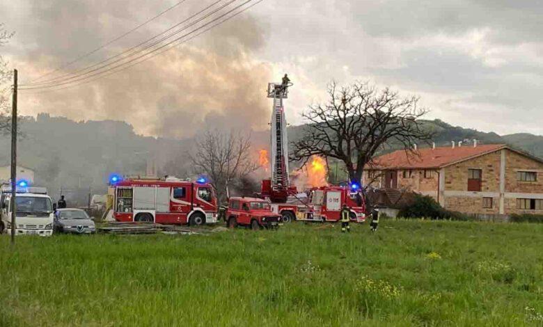 Esplosione in laboratorio a Gubbio, bilancio tragico: 2 vittime e 3 feriti