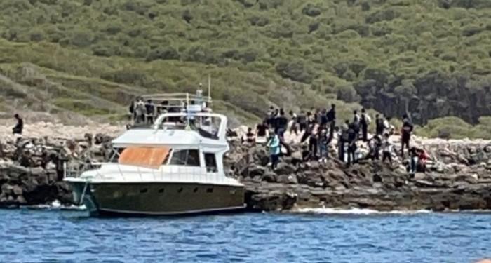 migranti-sbarco-pieno-giorno-bagnanti-salento