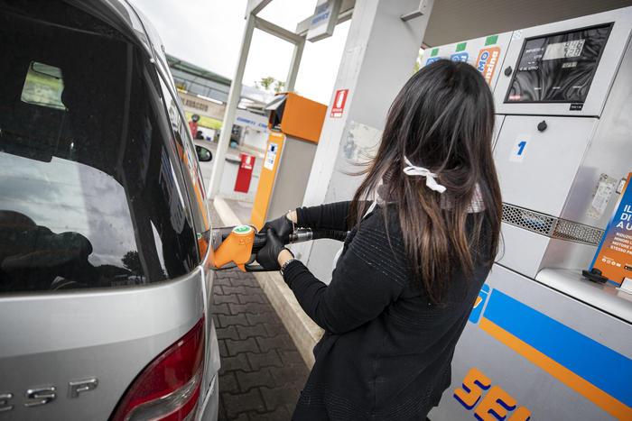 italia-scende-prezzo-benzina
