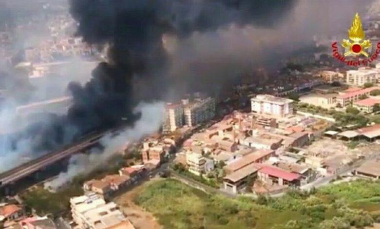 incendio-catania-brucia-case-evacuate-distrutto-lido